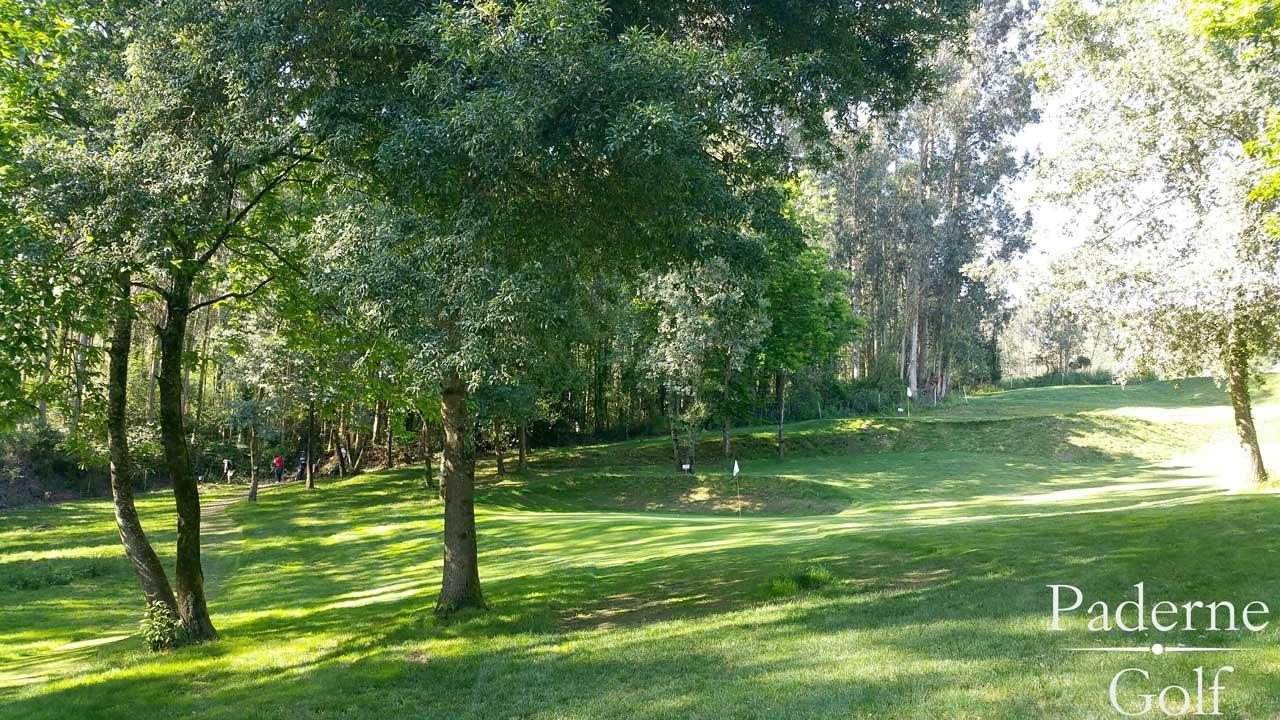 Hoyo arbolado en Club de Golf Paderne
