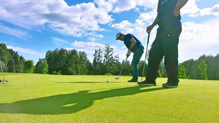 Dos jugadores de golf en Paderne