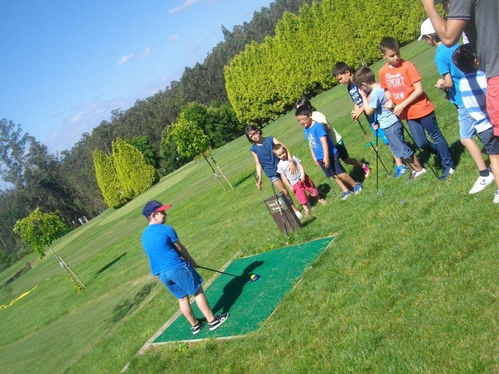 Escuela de golf para niños en Paderne