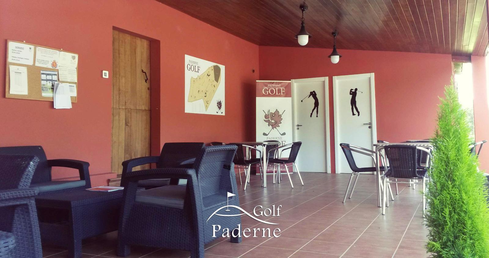 Terraza y vestuarios en Golf Paderne